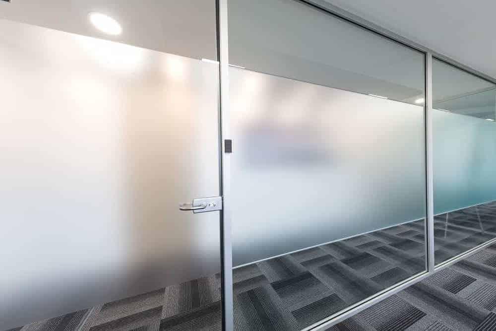 porte vitree sablée pour cloisons de bureaux