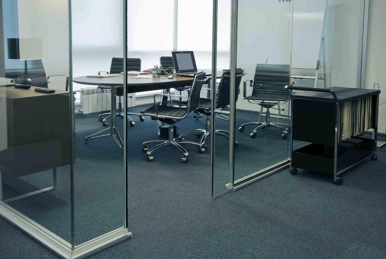 Installation cloison vitree acier pour séparation de bureaux
