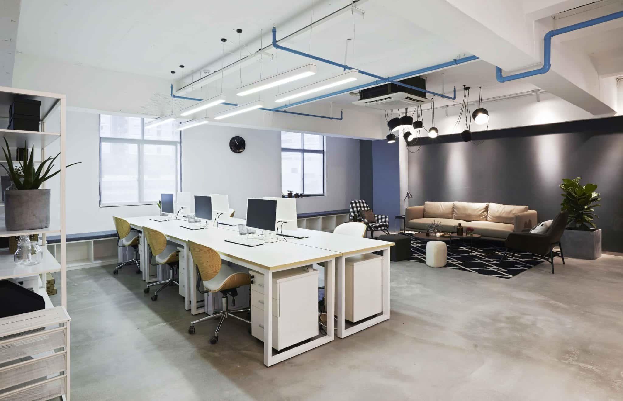 Conseil et pose de revêtements de sol en résine pour bureaux