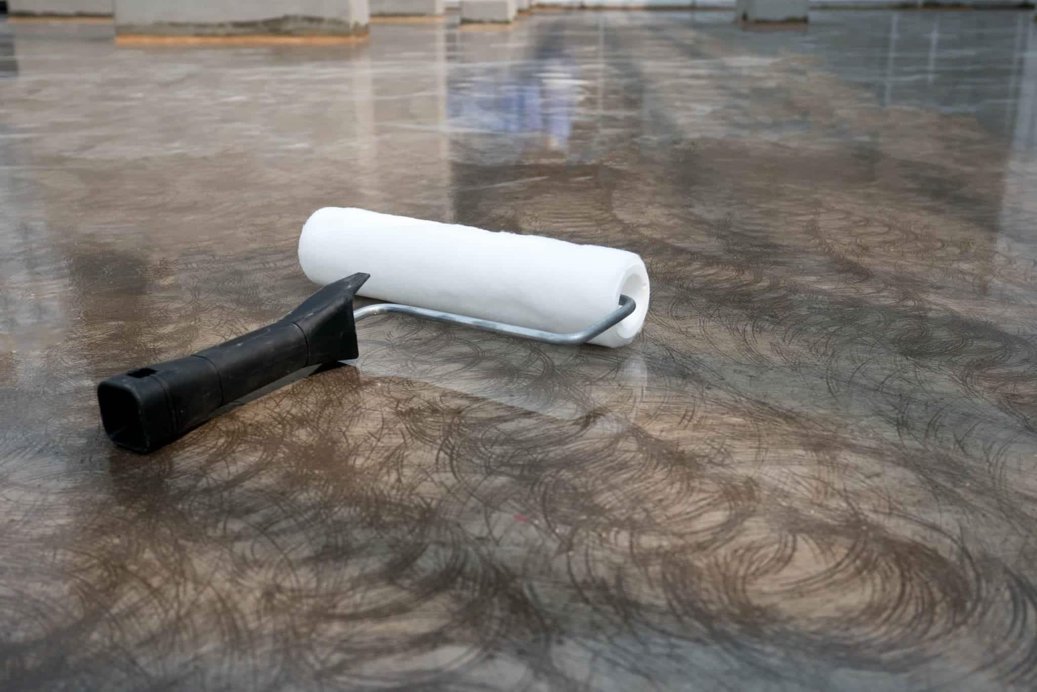 Installation cire sol résine