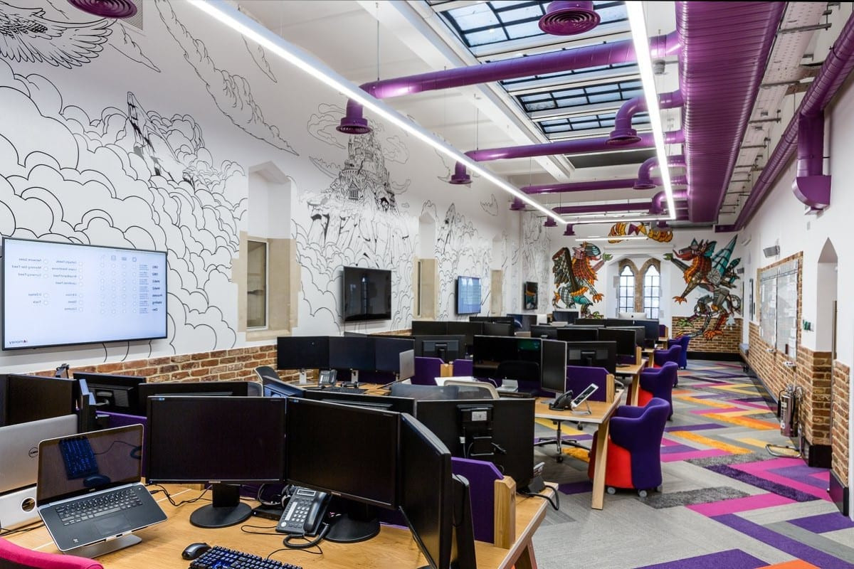 Plafond design avec puit de lumière