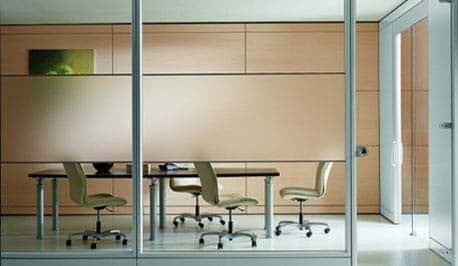 Installation cloison de bureau avec vitrage dépoli