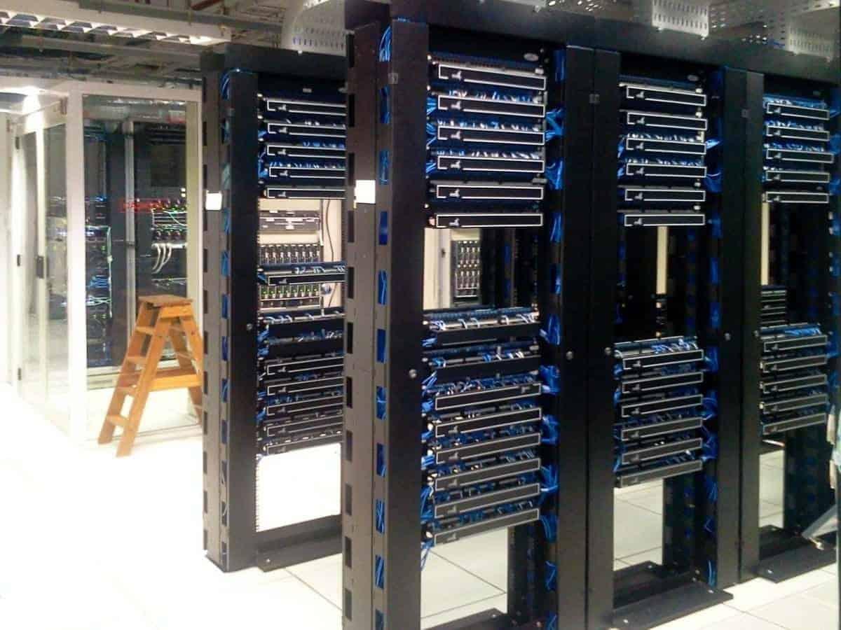 Installation salle serveurs informatiques