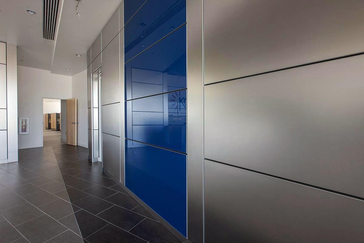Installation de Cloison vitrée teintée pour agencement de bureaux