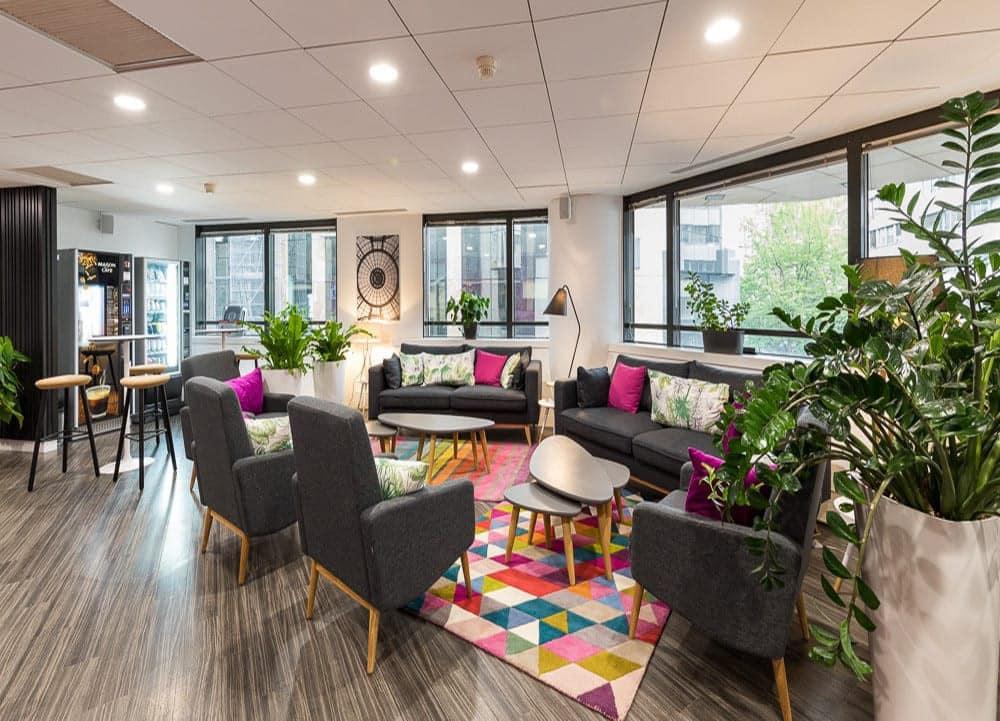 Aménagement espace coworking pour centre d'affaires Emergence