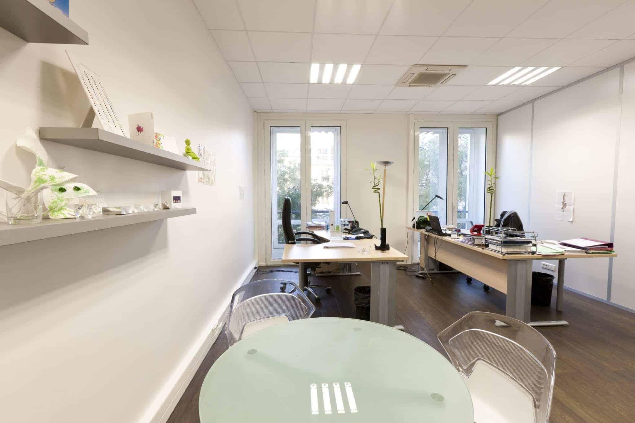 Petit bureau aménageable en salle de réunion