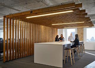 Cloison claustra en bois pour agencement de bureaux